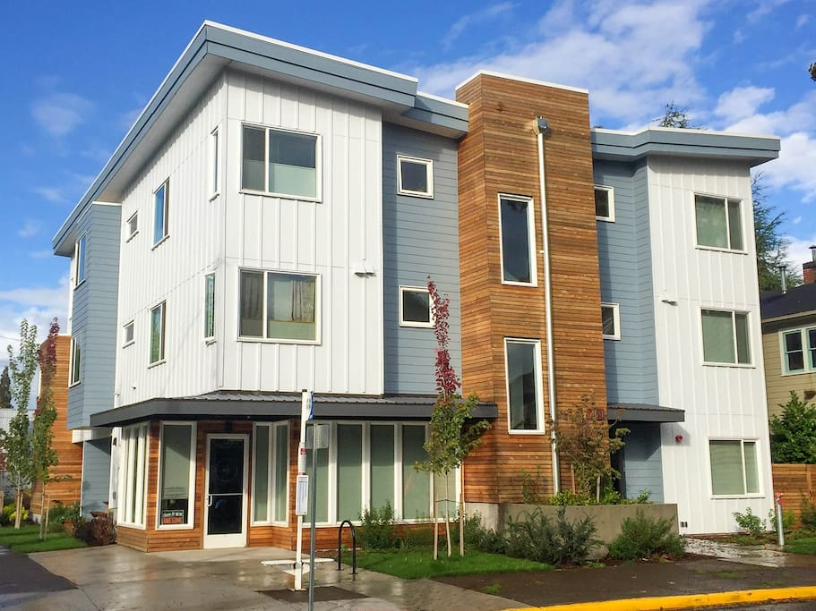 Mid Mod Dwtn Apartment Apartments For Rent In Eugene Oregon United States