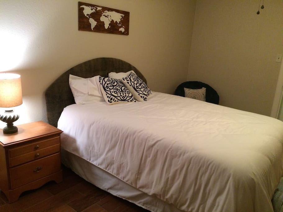 SUPER COMFY QUEEN BED SLEEPS 2 AND OPTIONAL AIR MATTRESS SLEEPS 1 (CAN SWITCH TO FULL SIZE AIR MATTRESS UPON REQUEST TO SLEEP TOTAL OF 3)