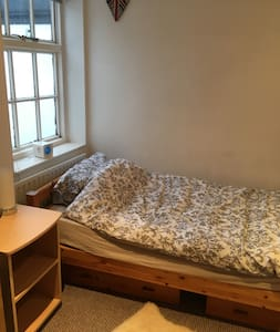 Single room in Teddington, close to all amenities. - Teddington