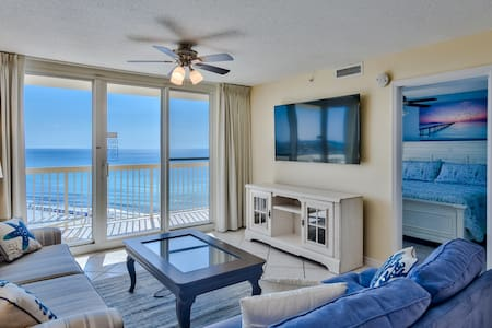 Remodeled 2 bedroom beachfront, spectacular views