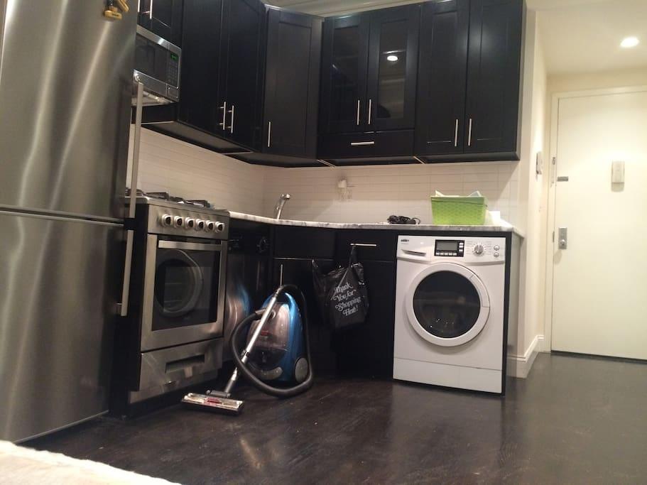 Kitchen - stainless steel appliances, washer/dryer!