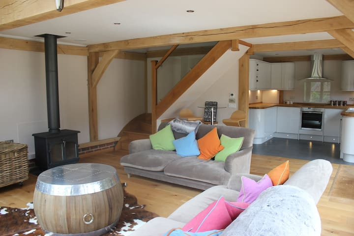 Beautiful getaway, in stunning wooded surroundings - Oxfordshire - Gjestehus
