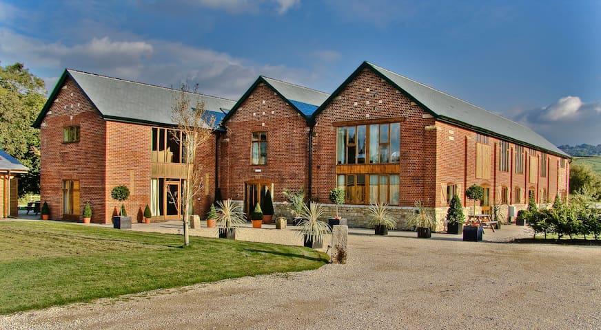 Group Accommodation @TheVictorianBarn with Pool.