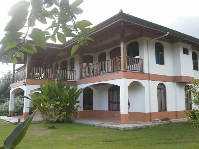 Casa Grande con Servicio de Cocina - Puerto Jiménez - Bed & Breakfast