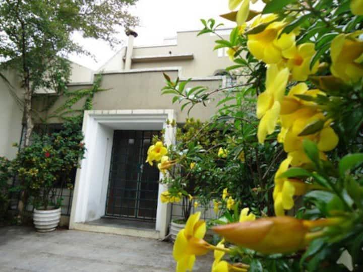 Casa charmosa nos Jardins com dois quartos