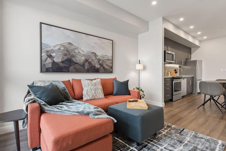 Luxury Apartment, EV Charging/ Abundant Amenities