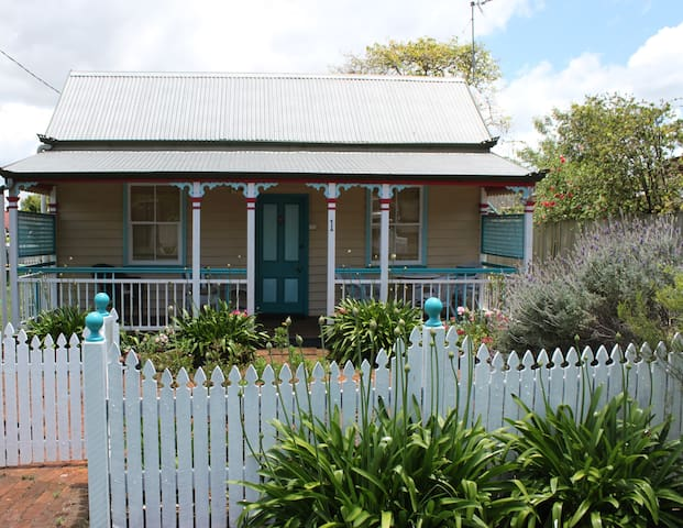 Penny Cottage - romantic and quaint - North Toowoomba - Huis