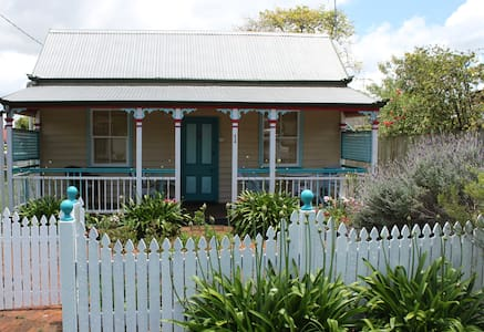 Penny Cottage - romantic and quaint - North Toowoomba - Rumah