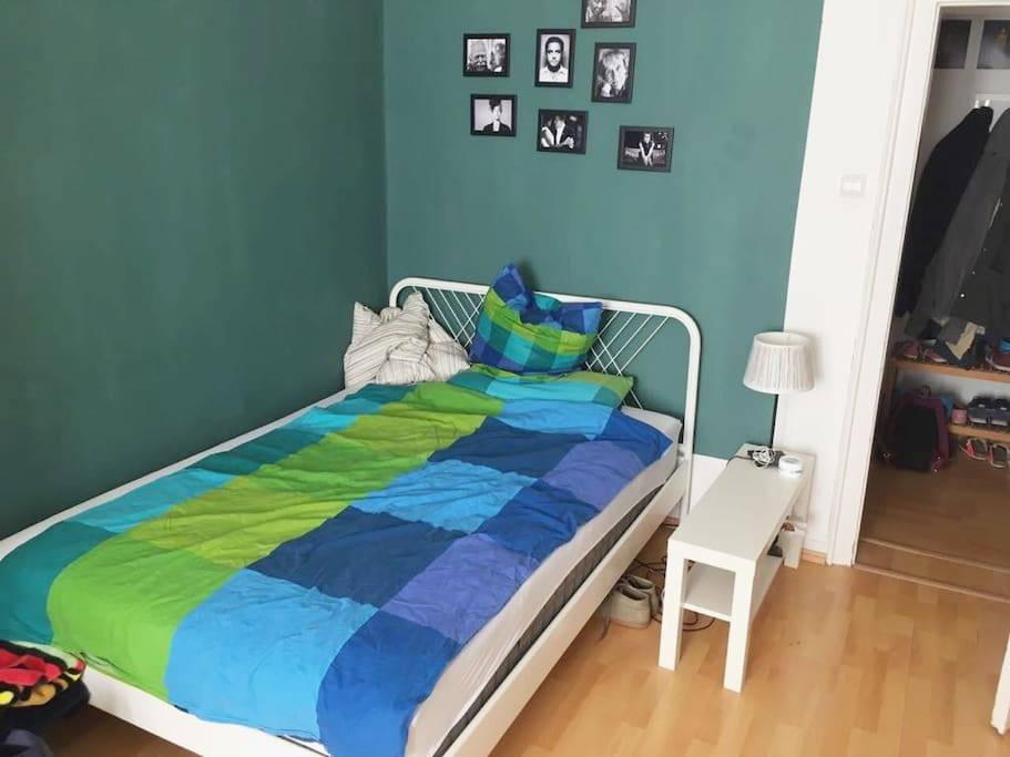 Gemütliches, farbenfrohes Schlafzimmer