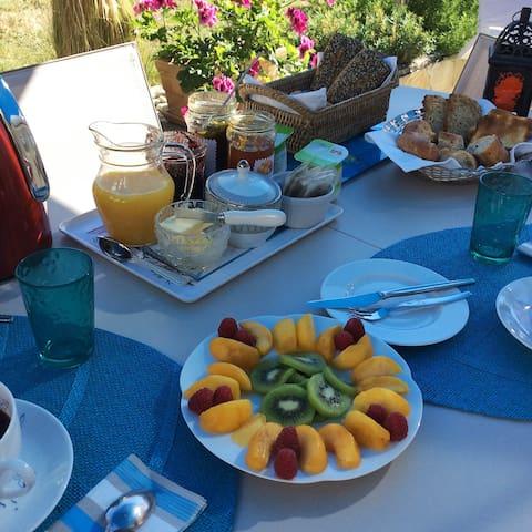 et le petit déjeuner compris