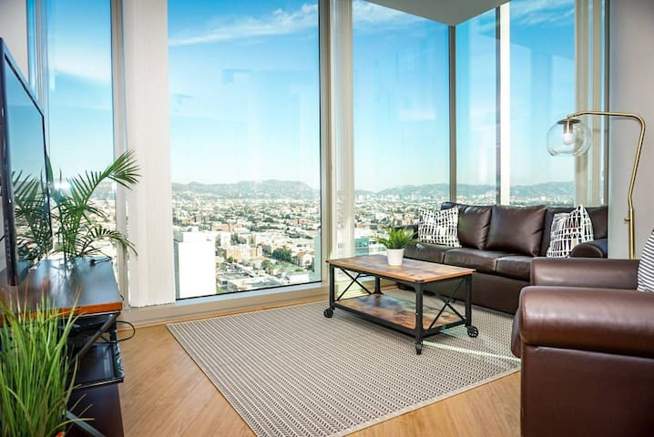 2BD/2BA LA PENTHOUSE SKYHOME + HOLLYWOOD SIGN VIEW