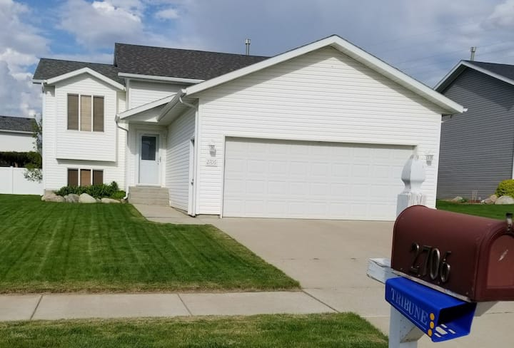 Mandan Home in Quiet Neighborhood