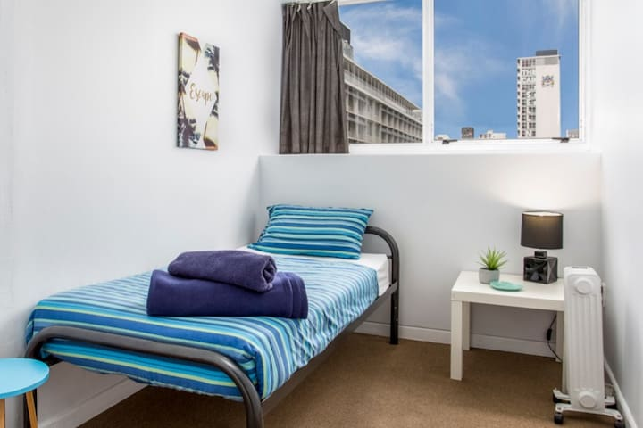 Single-Bed, CBD central, Great for business-travel