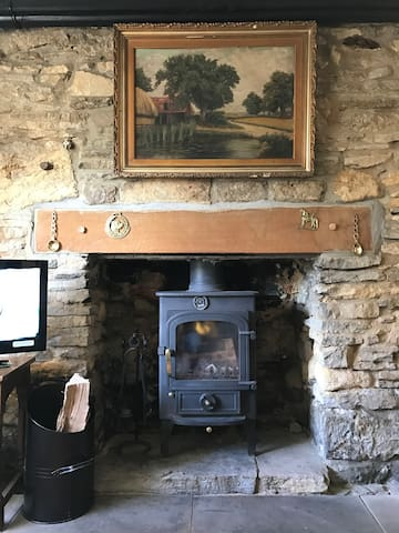 Grade ll Listed Cosy Cotswold Cottage - Naunton - Ev