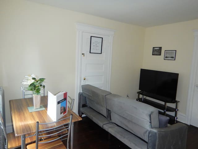 Private 1BR Suite, mins to EWR/Penn close to NYC.