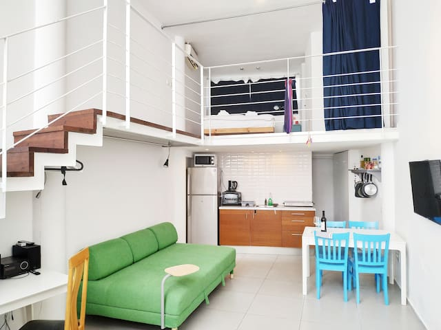 AirTLV-Centrally Located Studio With Gallery