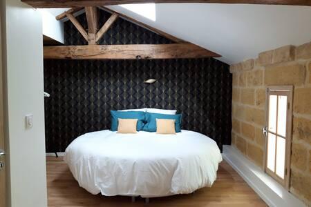 Chambre d'hôte lit rond près de St Emilion