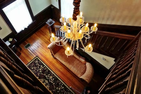 """Steambo' Gothic's """"Sternview Suite"""" - Bed & Breakfast"""