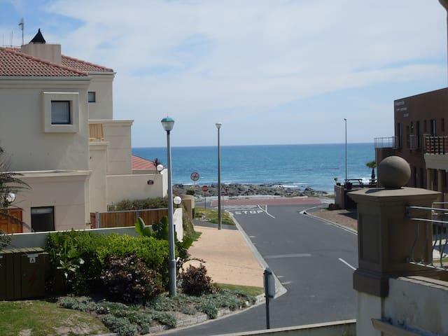 Self catering 2 Bedr Flat 80m from beach. - Cidade do Cabo - Apartamento