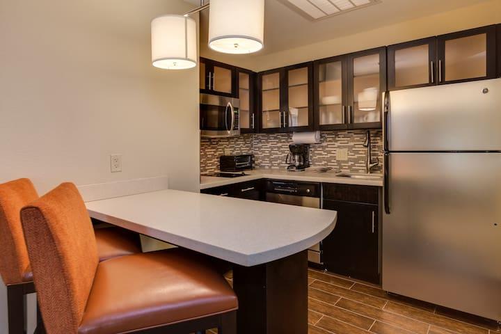 Studio Suite Near ATL | Free Breakfast + 24h Business Center!
