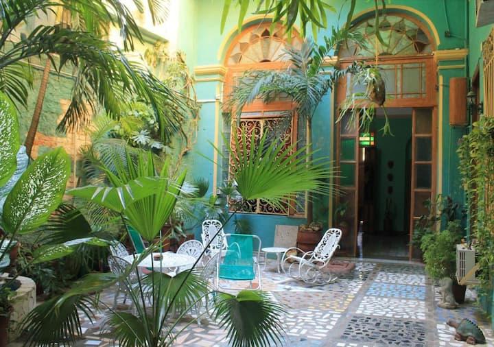 Hostal Colonial El Jardin, Habana Vieja, Cuba (R3)