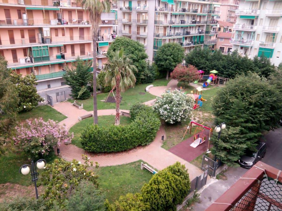 Giardini lato balcone del tinello