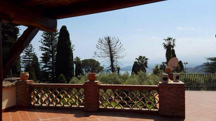 "Casa Vacanze "" I Naviganti "" a Taormina"