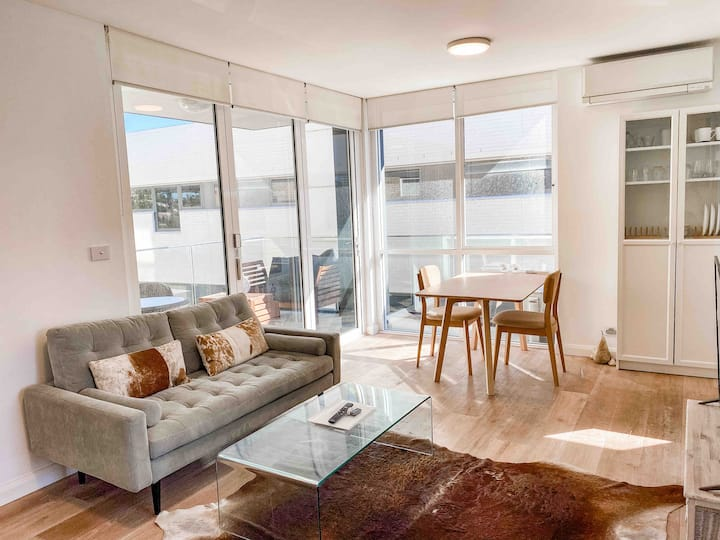 Manly wharf-side apartment - harbour & beach views