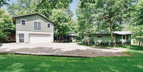 Channel Retreat with access to 2 lakes & dock