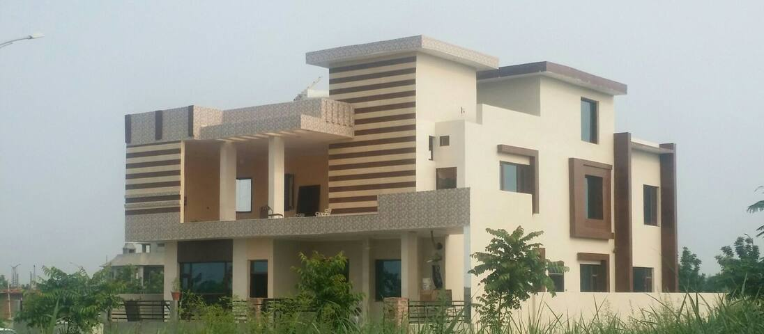 Foot Hill Stay Home New Chandigarh Rs2000/ Room