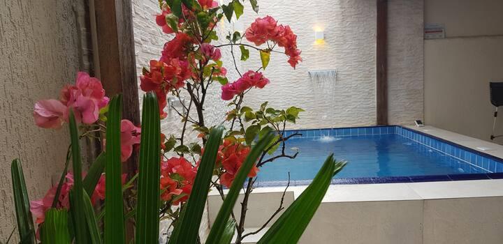 Casa com Piscina à 500m da Praia Astúrias, Guarujá