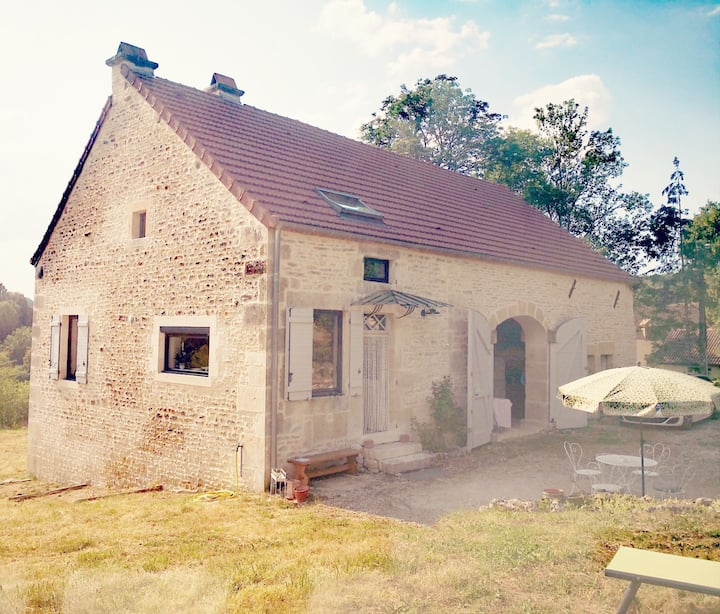 Burgundy-Comfortable house for a relaxing break