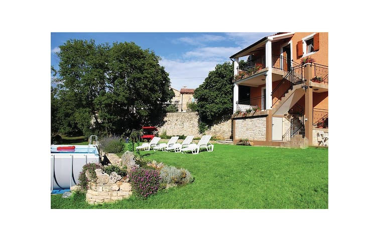 Holiday apartment with 2 bedrooms on 55 m² in Svetvincenat
