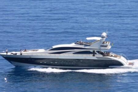 Luxury Yatch in Nassau - Sunny Isles Beach