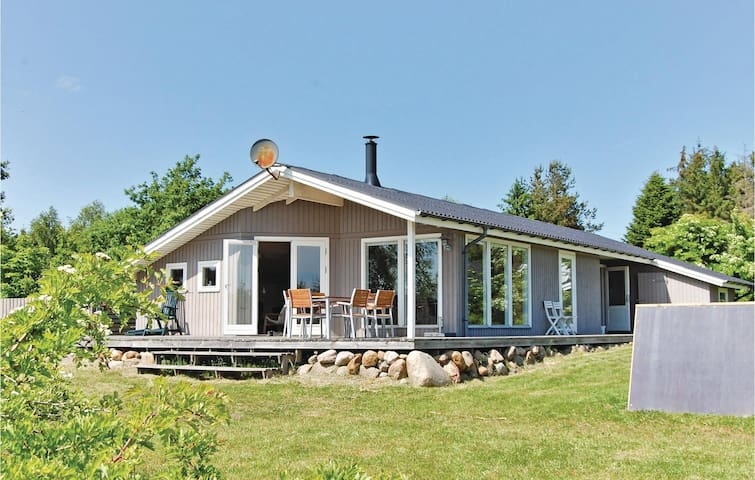 Holiday cottage with 3 bedrooms on 90 m² in Højslev