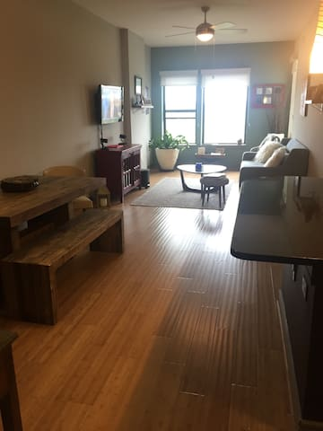 Lake View Comfortable Downtown Luxury 1BR - Austin - Leilighet
