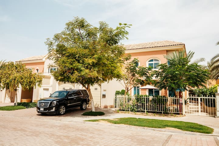 ★ Private Pool & BBQ Bonaparte Villa by Fantastay - Dubai - Rumah