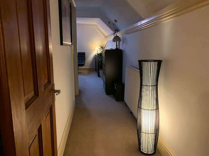 Private & Cosy Attic Maisonette_600sqft w/Parking