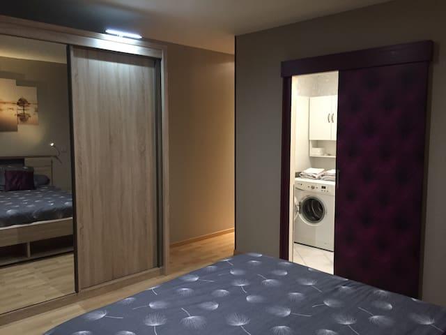 chambre / accès couloir - salle d'eau de nuit