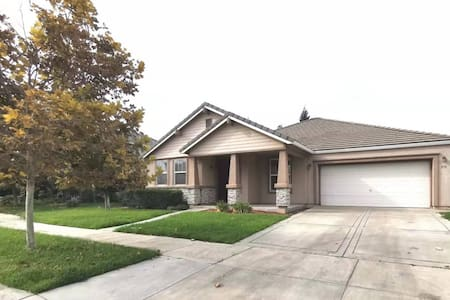 Merced City and Gateway to Yosemite Gorgeous Home!