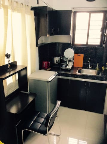 Brand New Home w/ Balcony & WiFi(3) - Quezon City - Leilighet