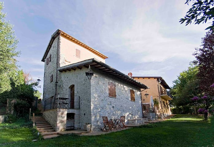 Typical umbrian country-house - Spoleto - House