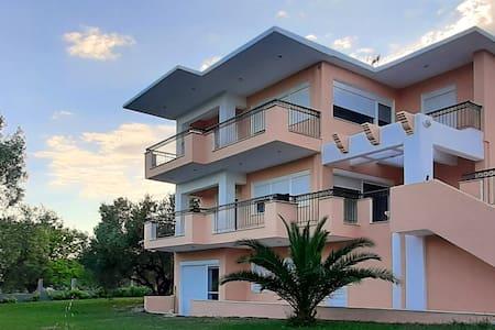Chris Luxury Apartment 2- Ormos Panagias