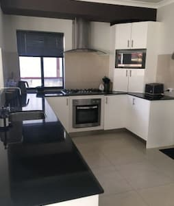 Modern Rooms in Clean new house, near Train.St. - Bayswater