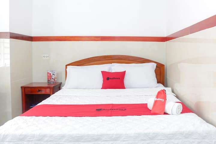 RedDoorz Cozy Modern Room, Central District 6