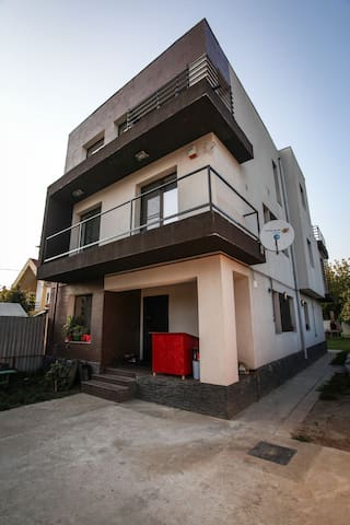 modern house, good location, clean - București - Casa