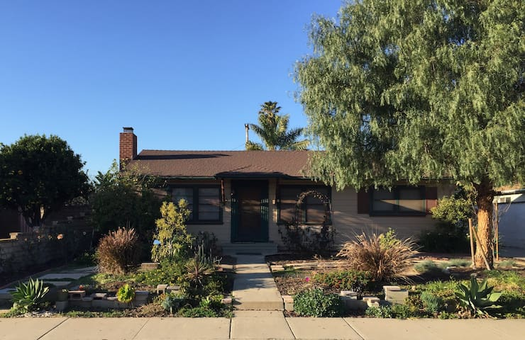 Two Bedrooms in Sunny Camarillo, California - Camarillo - Dům
