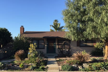Two Bedrooms in Sunny Camarillo, California - 卡马里奥(Camarillo) - 独立屋