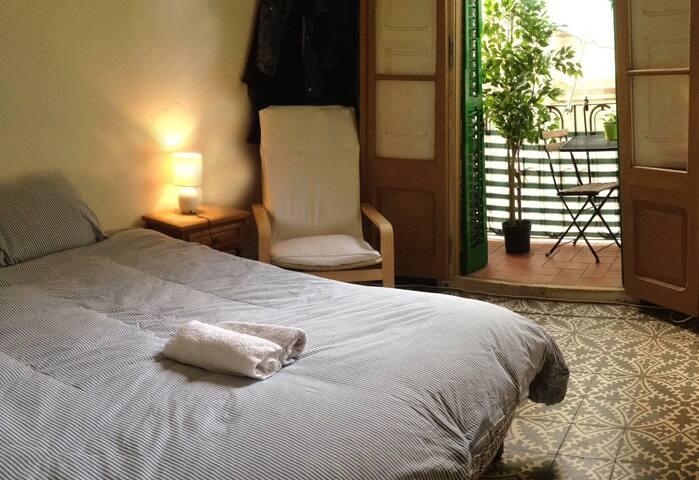 Doble room near métro  Campnou Barcelona