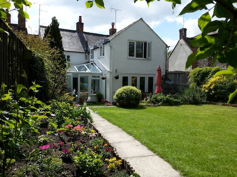 Charming Period Cottage in Friendly Market Town